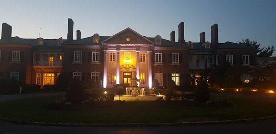 The Mansion at Glen Cove: 20180508_202502_large.jpg