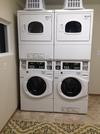 Cobb, CA: Guest laundry room