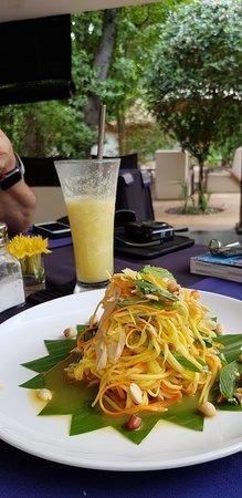 Sojourn Boutique Villas: Delicious papaya salad and pineapple lemongrass juice!