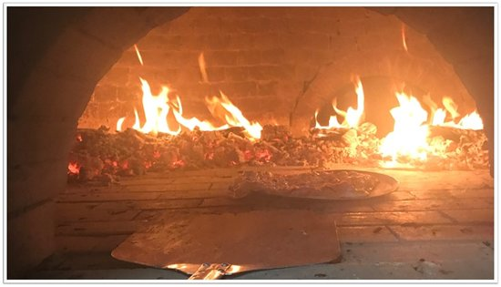 Nelligen, أستراليا: The largest wood fired pizza oven on the south coast 