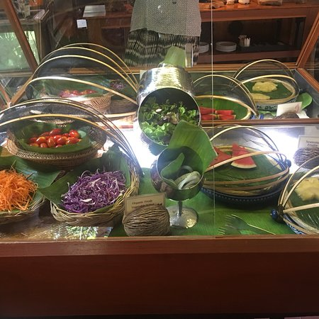 Ruenkanok Thai House: Breakfast in the beautiful open air dining room is included. Lots of fresh fruit, juices, pastri