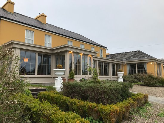 Sheedy's Country House Hotel: Perfect location