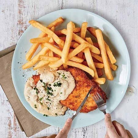 Punchbowl, Australia: Schnitzel and Chips