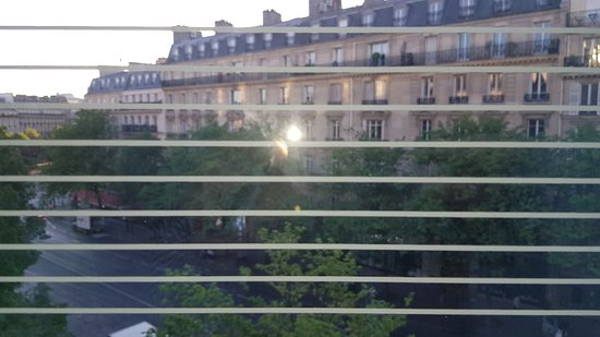 Renaissance Paris Arc de Triomphe Hotel: 20180507_070510_large.jpg