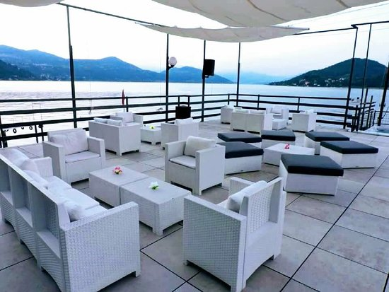 La nostra terrazza picco sul lago Maggiore - Bild von Nautica Beach ...