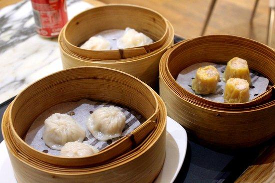 Westfield Stratford City: Her kjøpte vi dumplings fra stedet ved siden av pie square.