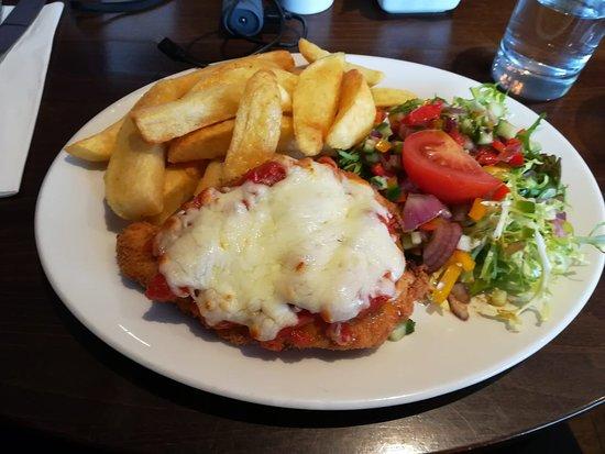 Newburgh, UK: Chicken and cheese