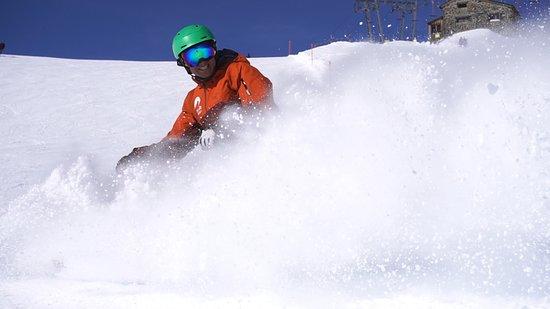 Граубюнден, Швейцария: Having fun on the ski slope.