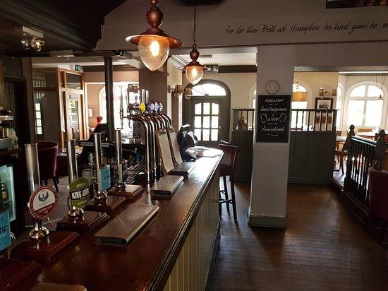Hampton, UK: The Bell Inn