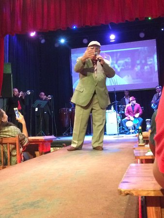 Legendarios del Guajirito : Main singer