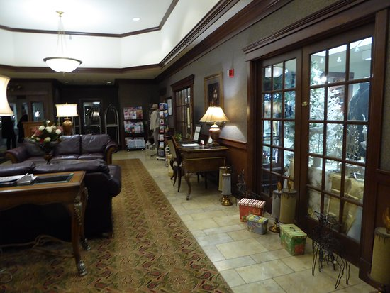 Elkhart Lake, WI: Lobby with Gift Shop