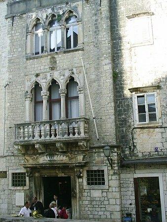 Palace Cipiko Resmi