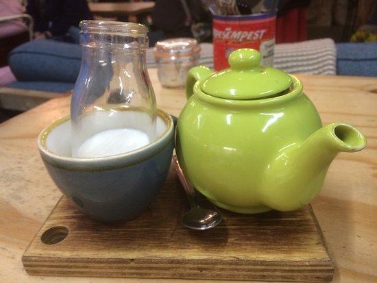 The Bird's Nest: tea in a pot