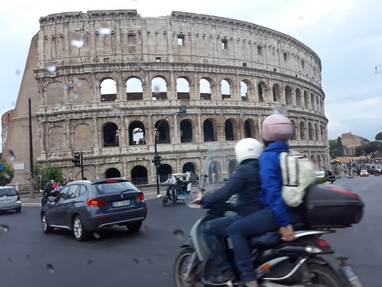 Taxi 24 Mallorca: The Collosseum Rome from the taxi on our way to Fiumicino Airport.