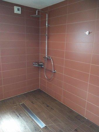 Plumergat, فرنسا: Salle de bains Chambre Sur le pont