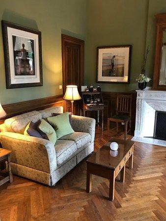 La Villa De Mazamet: A delightful sitting room