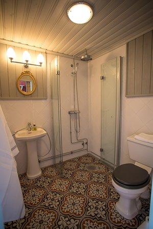 Raahe, ฟินแลนด์: Kaikissa huoneissa on omat uudet wc/kylpyhuoneet.