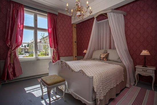 Raahe, ฟินแลนด์: Sofian huone on romanttinen yösija.
