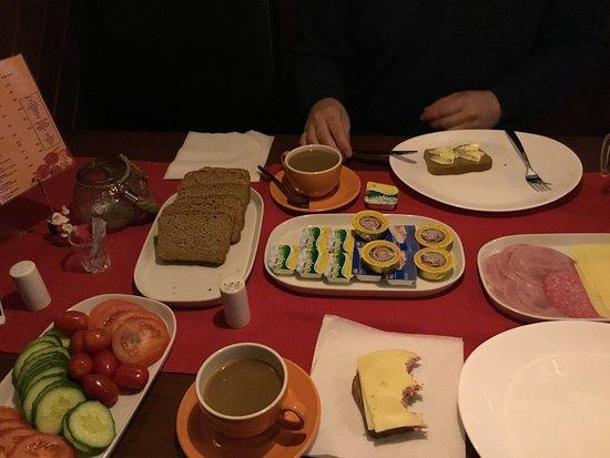 Batsfjord, Noruega: А этот завтрак в ресторане. Почувствуй разницу)
