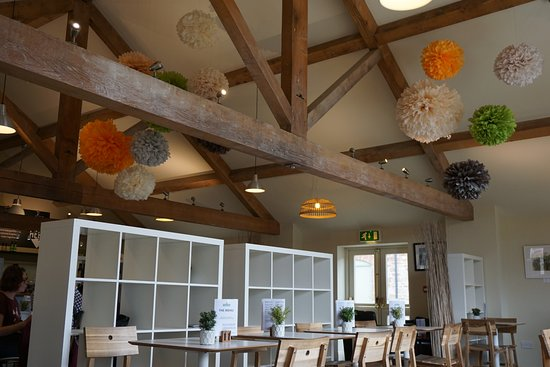Lanercost, UK: lovely high ceilings, bright and light inside
