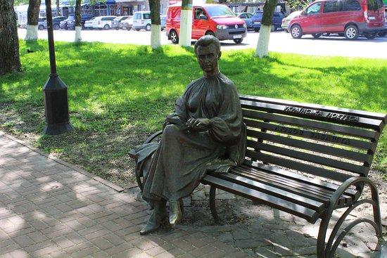 Pryluky, Ukrajina: Памятник Любови Забаште