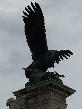 Turulmadár-szobor