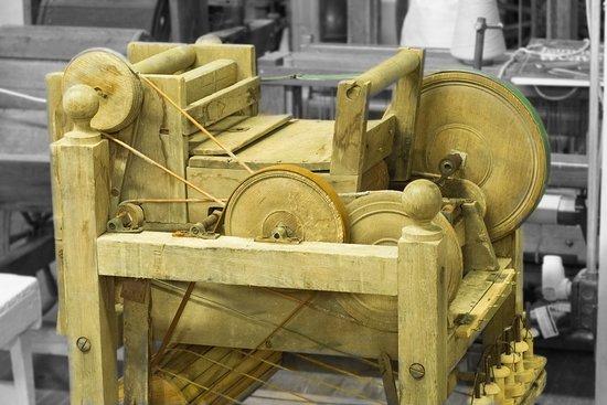 Belvidere, TN: Plantation spiiner, Gin, cards, and spins cotton in one handcranked machine.