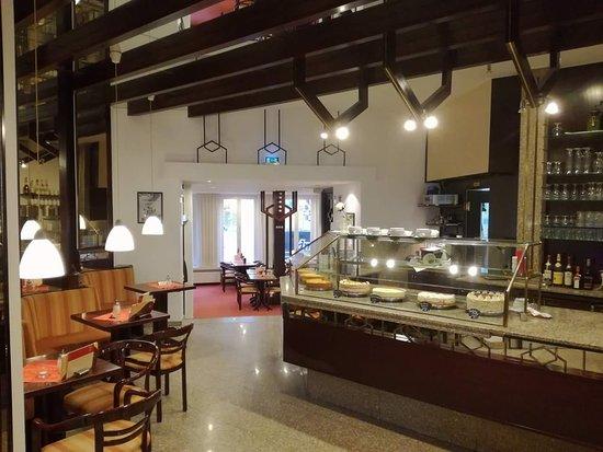 Cafe Berger: Kuchen / Und Torten Theke