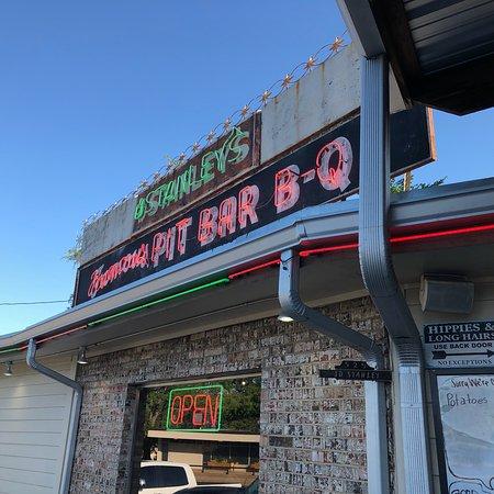 Stanley's Famous Pit Bar-B-Q: photo2.jpg