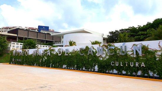 Museo Maya de Cancún y Zona Arqueológica de San Miguelito