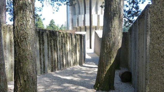 Mrakovica, บอสเนียและเฮอร์เซโกวีนา: Spomenik Nob-a Kozara, Bosna i Hercegovina