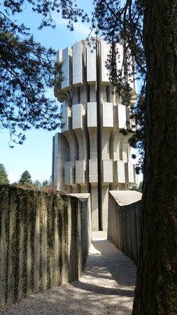 Mrakovica, Bosna aHercegovina: Spomenik Nob-a Kozara, Bosna i Hercegovina