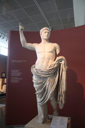 Αρχαιολογικό Μουσείο Θεσσαλονίκης: Поздняя римская статуя Октавиана Августа.