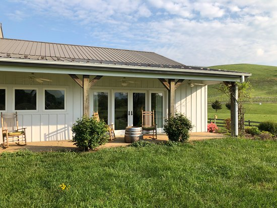 The Farmhouse at Veritas: The Barn Cottage