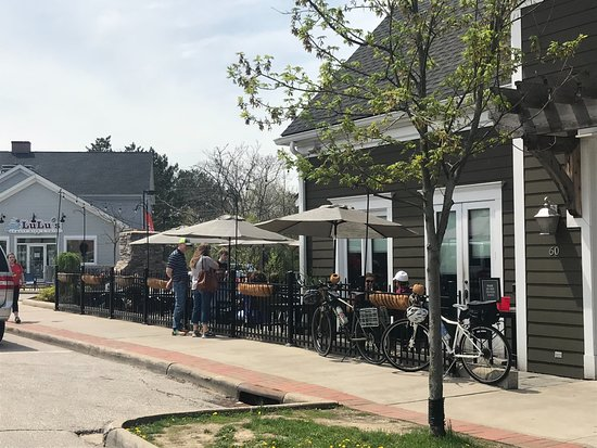3 Palms Pizzeria & Bakery: Outdoor Seating