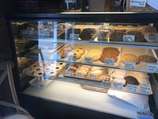 3 Palms Pizzeria & Bakery: Cookie Display