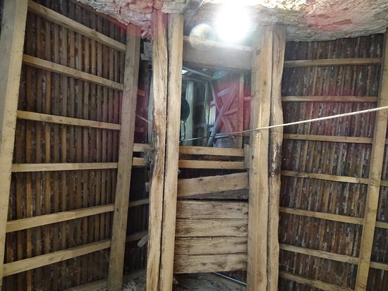 Brianny, France: Charpente de l'entrée, corde et trappe de la cloche