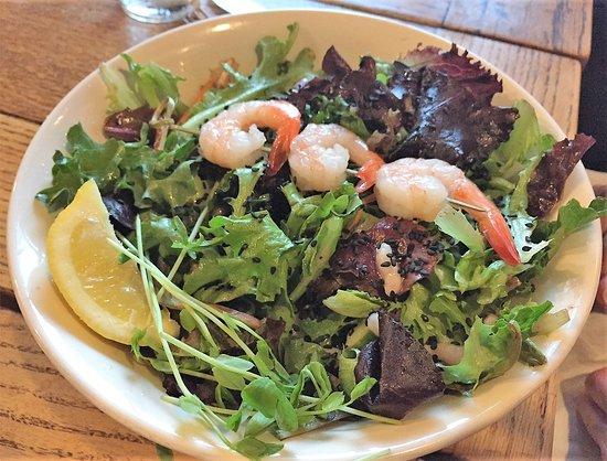 Ladner, Canadá: Citrus Shrimp Salad with 3 prawns and baby shrimp