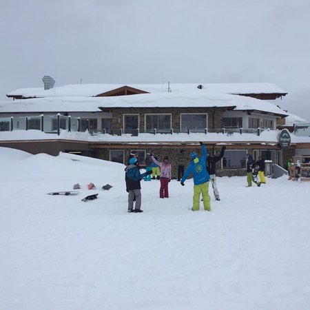 SMT Ski School and Snowboard School