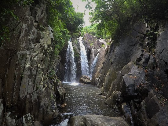 ‪Da Nang Hoi An Waterfalls‬
