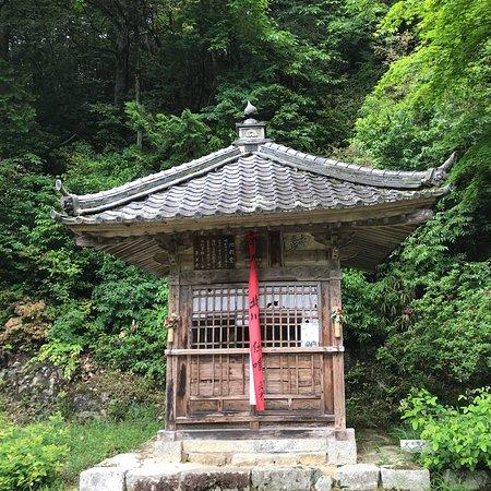 Kuwanomidera Temple