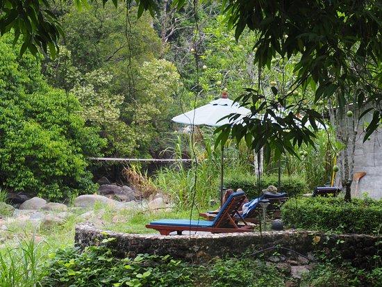 บ่อน้ำร้อนรักษะวาริน: บ่อน้ำร้อนสวนสาธารณะรักษะวาริน
