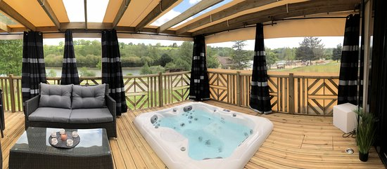 Location Mobil-Home luxe avec jacuzzi privatif - Photo de Camping ...