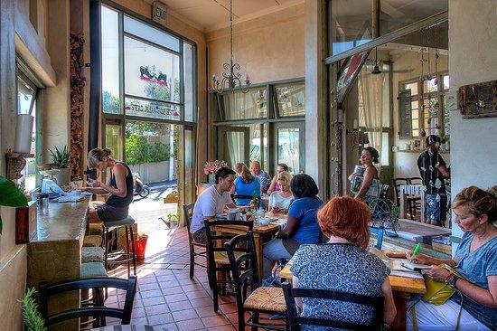 Vredehoek, South Africa: Sidewalk Cafe Interior