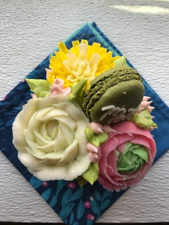 Dumas, TX: Mother's Day cupcakes