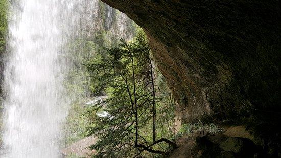 Sainte-Engrace, Frankrike: Derrière la cascade