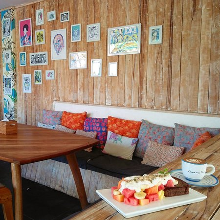 Coffee & Thyme Gili Air: Relax spot with yummy dish..
