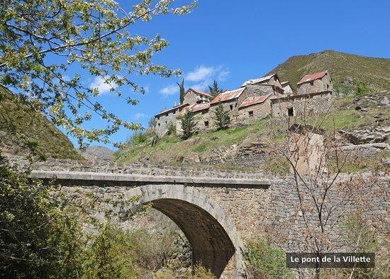Le village de Pierlas