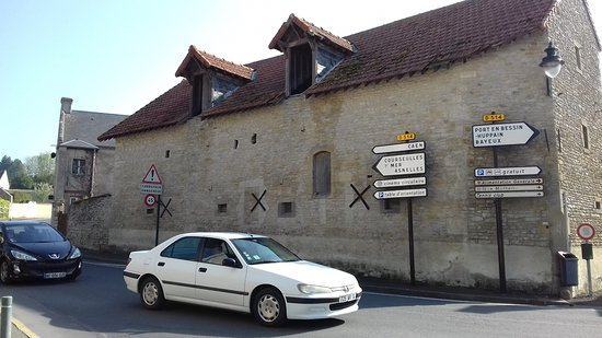 Normandy Beach B & B: view from the street