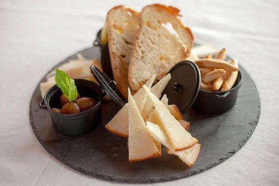 Tiedra, إسبانيا: Tabla de quesos zamoranos